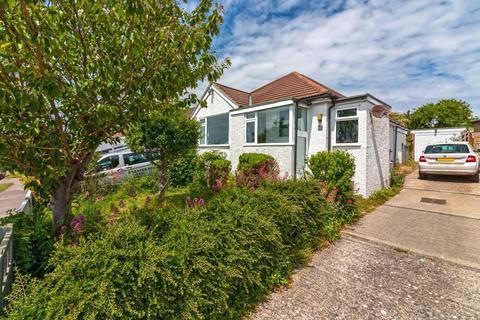 2 bedroom detached bungalow for sale - Howard Road, Sompting, Lancing