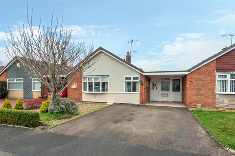 2 bedroom bungalow for sale - Birch Close, Stafford, ST17 0LZ