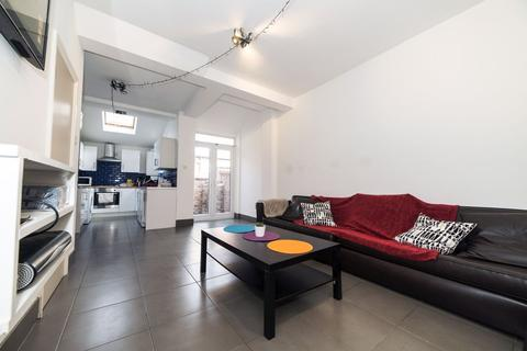 5 bedroom house to rent - St Ives Road, Manchester