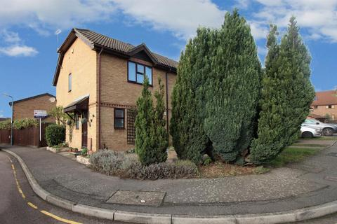 3 bedroom semi-detached house to rent - Skippers Close, Greenhithe