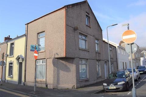 4 bedroom end of terrace house for sale - Western Street, Sandfields, Swansea