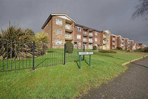 2 bedroom flat for sale - Cooden Drive, Bexhill-On-Sea