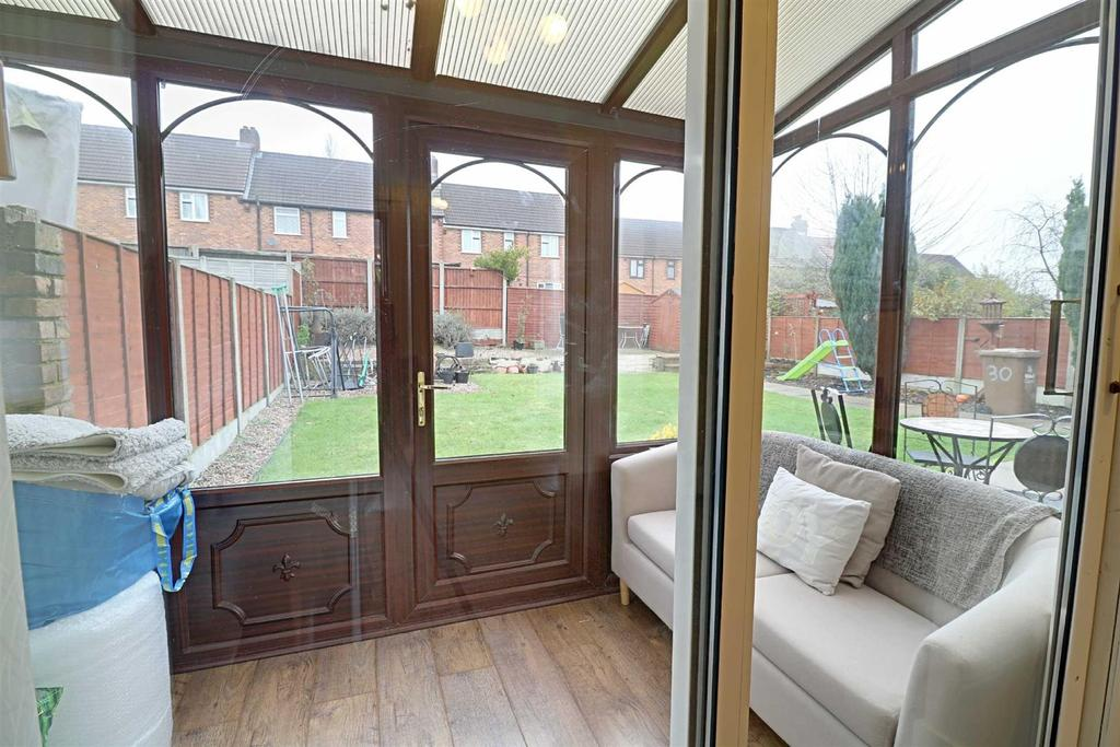 Deans Place, Blakenall 3 bed semi-detached house for sale ...
