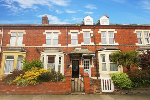 4 bedroom terraced house for sale - Lindisfarne Terrace, North Shields