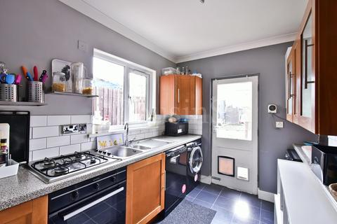 2 bedroom terraced house for sale - Asplins Road, London, N17