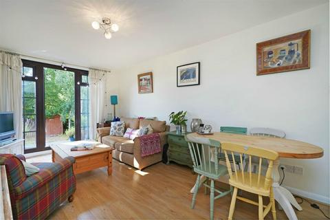 2 bedroom apartment to rent - York Road, Acton, London, W3