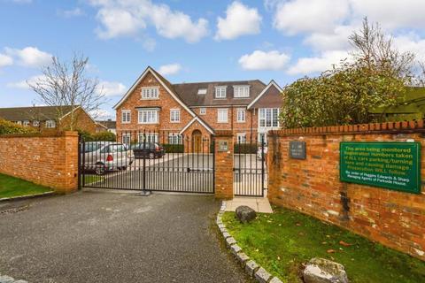 2 bedroom ground floor flat to rent - Parkside Place, West Byfleet, Surrey