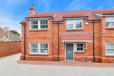 3 bedroom semi-detached house to rent - The Mews, Windsor End, Beaconsfield, HP9