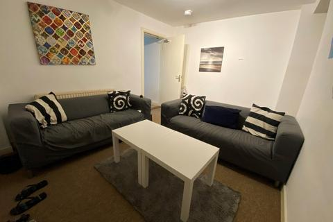 4 bedroom house to rent - 4 bedroom House Student in Sandfields