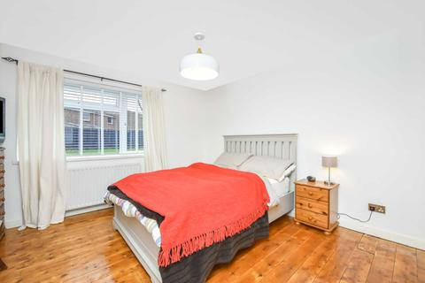 1 bedroom flat for sale - Staveley Gardens, Chiswick, London, W4 2SA