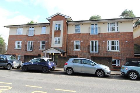 2 bedroom flat to rent - Boltro Road Haywards Heath rh16 1bf