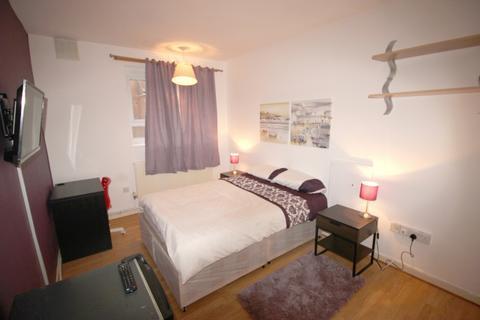 2 bedroom house share to rent - Webb House, Hemans Street, London, SW8