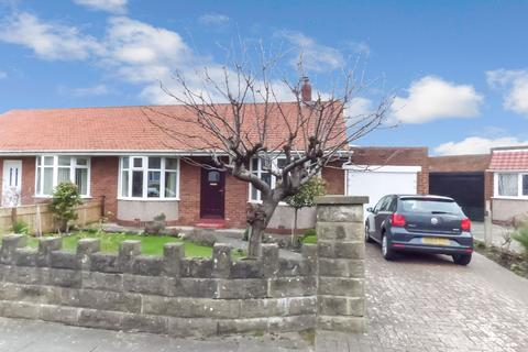 2 bedroom bungalow for sale - Parkfield, Seaton Sluice, Whitley Bay, Northumberland, NE26 4HS