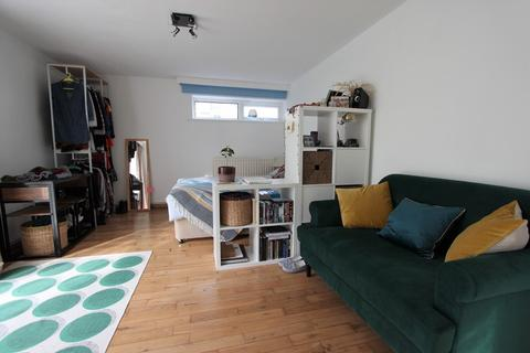 Studio to rent - Northlands Drive, Winchester, SO23