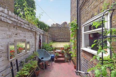 2 bedroom maisonette for sale - Killowen Road, London