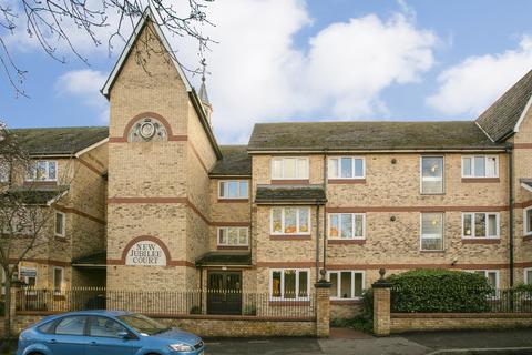 1 bedroom flat for sale - Grange Avenue, Woodford Green, IG8