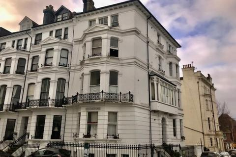 2 bedroom property to rent - Clifton Court, 39 Clifton Hill, Brighton