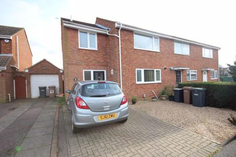 3 bedroom end of terrace house for sale - Extended 3 bed in Stopsley....CALL NOW...