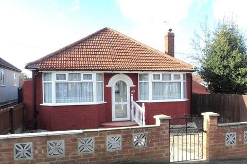 2 bedroom detached bungalow for sale - St Audrey Avenue, Bexleyheath, Kent, DA7 5DA