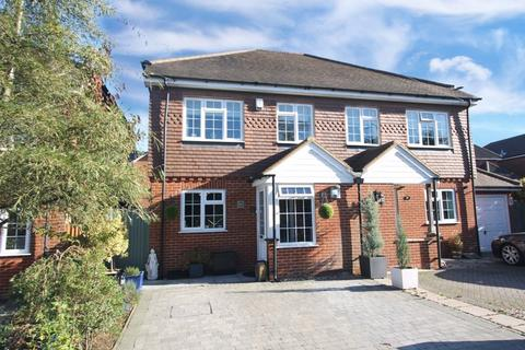 4 bedroom semi-detached house for sale - Tadworth
