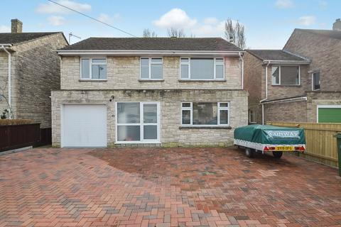5 bedroom detached house for sale - SPACIOUS DETACHED FAMILY HOME FINISHED TO A BEAUTIFUL CONDITION THROUGHOUT.