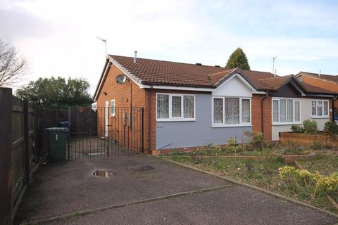 2 bedroom bungalow for sale - Wordsworth Close, Cannock