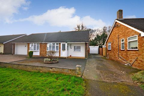2 bedroom bungalow to rent - Woodland Avenue, Hutton, Brentwood, CM13