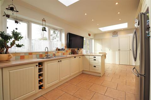 3 bedroom detached bungalow for sale - Mayplace Road East, Bexleyheath