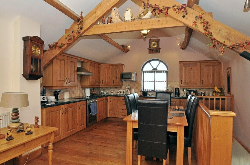 2 Bedrooms Terraced House for sale in Garndolbenmaen, North Wales