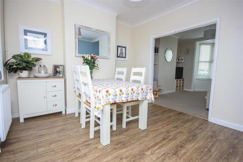 3 bedroom terraced house for sale - Close To Town, Garage, Westerly Garden