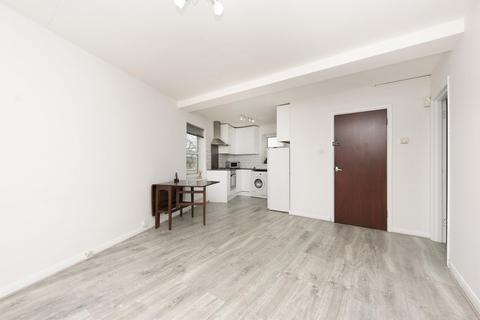 3 bedroom apartment to rent - Thames Road, Chiswick, W4