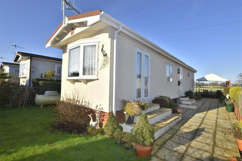 1 bedroom detached house for sale - Cambridge Lodge Park, Bonehurst Road, HORLEY, Surrey, RH6
