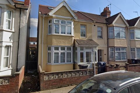 3 bedroom flat to rent - Trinity Road, Southall, UB1