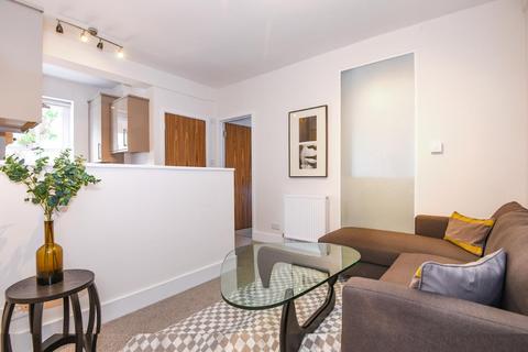 1 bedroom flat - Chiswick Road, Chiswick