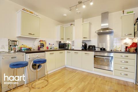 2 bedroom apartment for sale - 24 Loom Grove, Romford