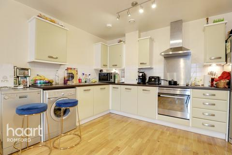 2 bedroom apartment for sale - 24 Loom Grove, Romford