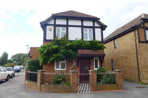 3 bedroom detached house for sale - Churchill Close, Feltham, Middlesex, TW14