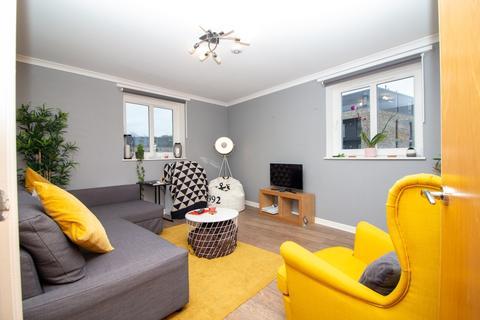 2 bedroom flat to rent - Allanfield Place, Hillside, Edinburgh, EH7 5AG