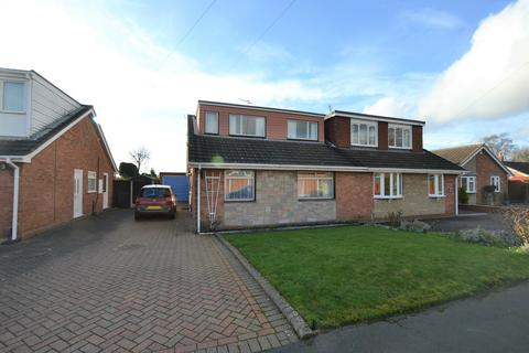 2 bedroom bungalow for sale - Greenland Close, Kingswinford, DY6 7EF