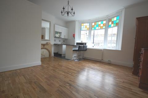 Studio to rent - Chiswick High Road, Chiswick W4