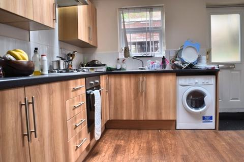 4 bedroom terraced house to rent - Pickmere Road, Sheffield S10