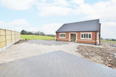 2 bedroom detached bungalow for sale - Moss Close, Dilhorne, ST10 2QA