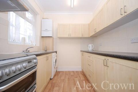 4 bedroom semi-detached house to rent - Arcadian Gardens, Wood Green