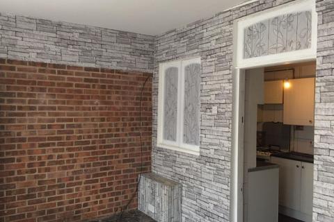 3 bedroom house to rent - Aylmer Road , Dagenham  RM8