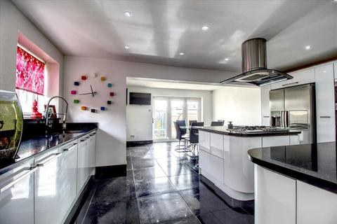 4 bedroom semi-detached house for sale - Wannock Gardens, Ilford