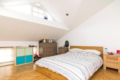 2 bedroom apartment to rent - Blythwood Road, London, N4
