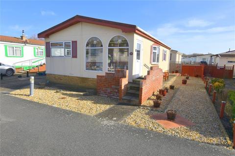 2 bedroom bungalow for sale - Willowbrook Park, Old Salts Farm Road, Lancing, West Sussex, BN15