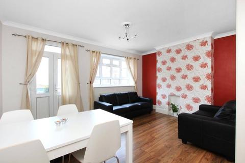 3 bedroom apartment to rent - Fount Street, London, SW8