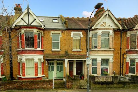 Studio to rent - Eynham Road, W12