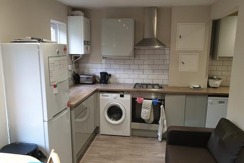 4 bedroom house share to rent - Stonecross Road, Brighton
